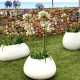 Gaudi, vase pentru flori, linii fluide asimetrice, finisaj piatra naturala