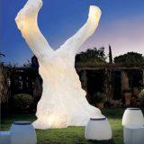 Olivo, decoratiune luminoasa in forma de trunchi de maslin centenar, inaltime 324cm, special gandite si construite pentru exterior