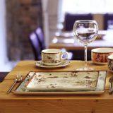 Peppery este o colectie de portelan cu accente rustice, nuante de pamant   verde crud, teracota, cafe au lait si azur