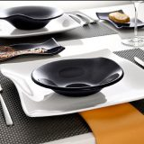Cera - eleganta din sticla, alba sau neagra, forme rotunde si patrate.